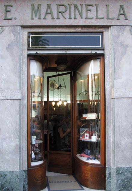 Lo storico negozio di Napoli
