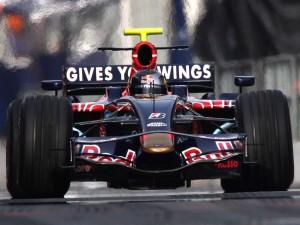 Sebastian Vettel corre sul Circuit de Catalunya nel 2008 con la scuderia Toro Rosso