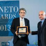 Luca Zocca - Marketing Manager del Gruppo - che ritira il Veneto Award